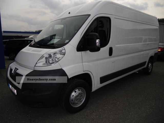 2012 Peugeot  Boxer 333 L2H2 HDi FAP Avantage Van or truck up to 7.5t Box-type delivery van photo