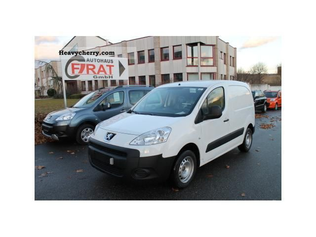 2011 Peugeot  Partners 120L1 16HDI90 / Navi large / air / truck approval Van or truck up to 7.5t Box-type delivery van photo