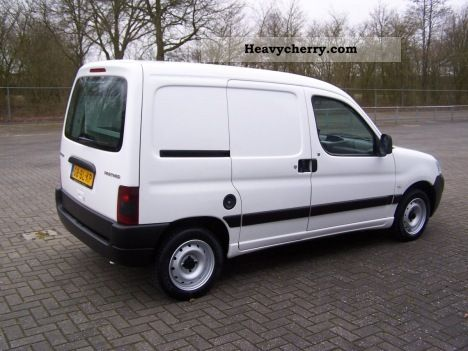 peugeot partner 190c 1 9d met airco en stuurbekrachtigin 2004 other vans trucks up to 7 photo. Black Bedroom Furniture Sets. Home Design Ideas
