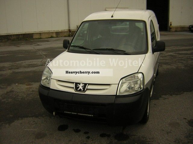 2005 Peugeot  Partners Comfort 1.6 16V HDI Kat accident Van or truck up to 7.5t Box-type delivery van photo