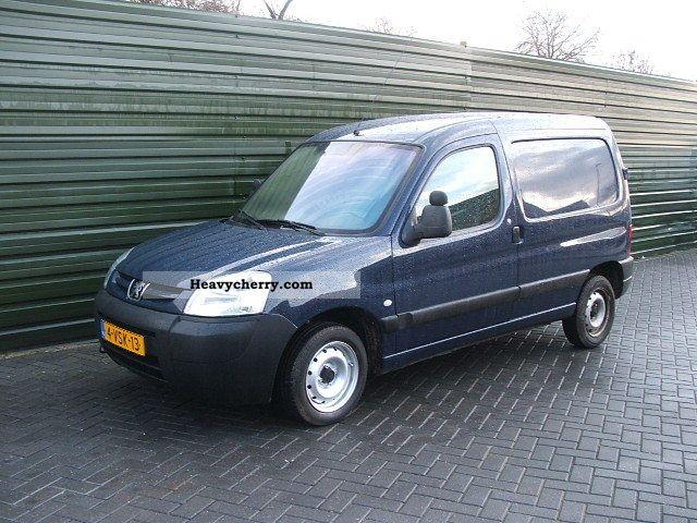 2005 Peugeot  PARTNER 1.9 D EURO 3 Van or truck up to 7.5t Box-type delivery van photo