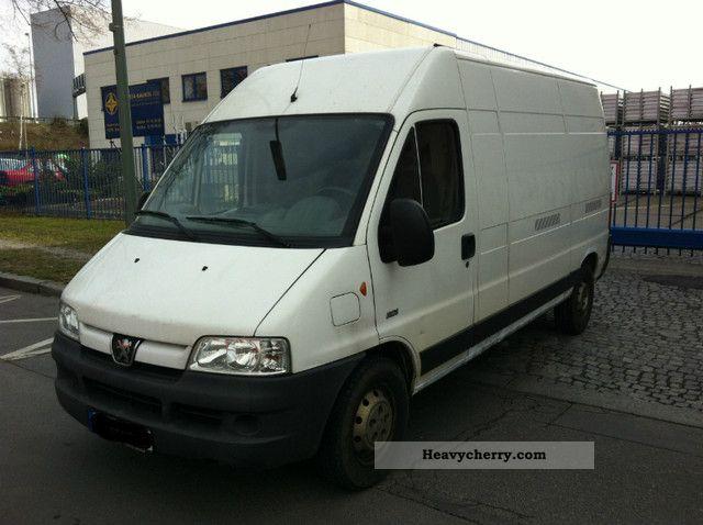 2004 Peugeot  Boxer truck Geschl.Kasten EURO III Van or truck up to 7.5t Box-type delivery van - high and long photo