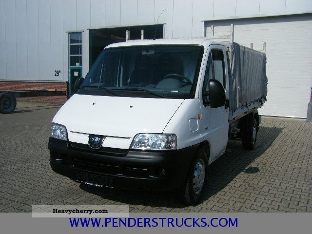 peugeot boxer pritsche plane 111 tkm 2006 stake body and tarpaulin truck photo and specs. Black Bedroom Furniture Sets. Home Design Ideas