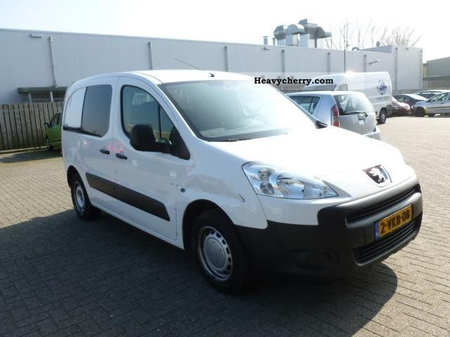 2010 Peugeot  Partner 1.6 HDI 16V-F 66kw Van or truck up to 7.5t Other vans/trucks up to 7 photo