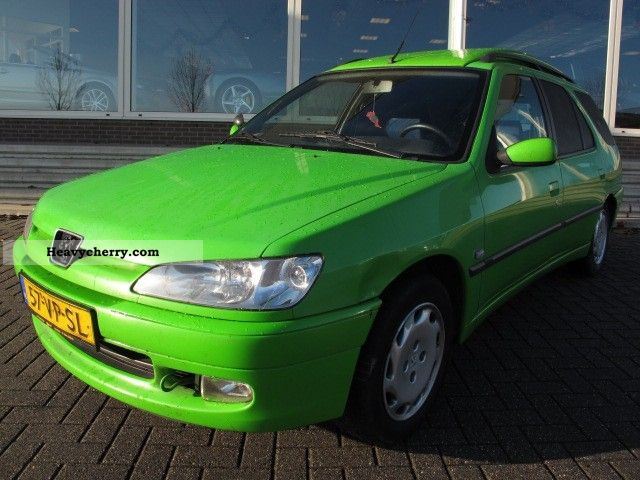 2000 Peugeot  306 1.9D BREAK Van or truck up to 7.5t Box-type delivery van photo