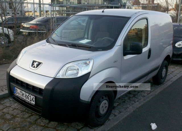 2009 Peugeot  Bipper Van or truck up to 7.5t Box-type delivery van photo