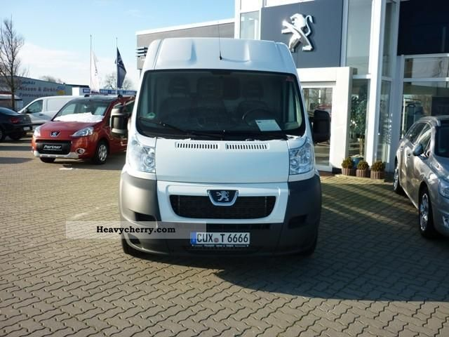 2012 Peugeot  Boxer 333 L2H2 HDi Avantage Van or truck up to 7.5t Box-type delivery van photo