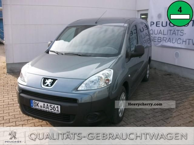 2012 Peugeot  Boxer 330 L1H1 HDi FAP (250/250L) Van or truck up to 7.5t Box-type delivery van photo