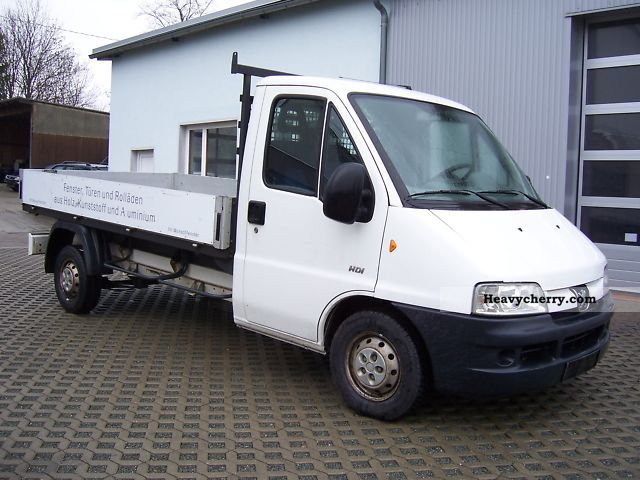 peugeot boxer 2 8 hdi hu au new 2003 stake body truck photo and specs. Black Bedroom Furniture Sets. Home Design Ideas
