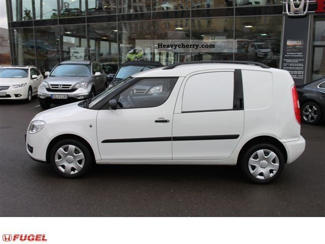 skoda roomster praktik 1 2 2009 box type delivery van photo and specs. Black Bedroom Furniture Sets. Home Design Ideas
