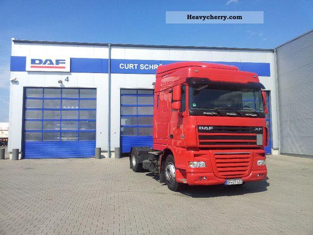 2010 DAF  105 460 Space Cab, 16 Speed Manual Semi-trailer truck Standard tractor/trailer unit photo