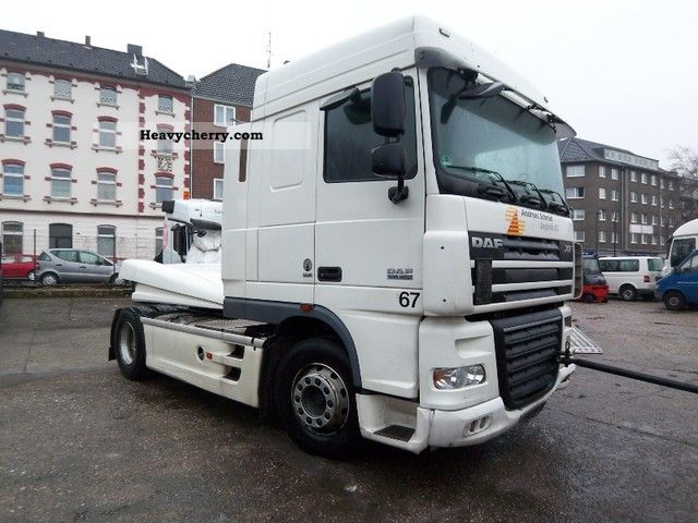 2008 DAF  105 460 Space Cab Semi-trailer truck Standard tractor/trailer unit photo