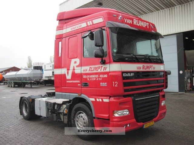 2006 DAF  105 XF-410 4X2 Semi-trailer truck Standard tractor/trailer unit photo