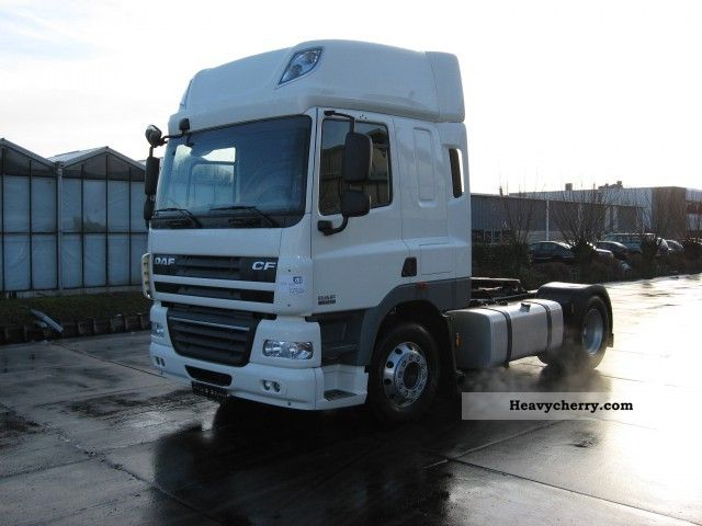 2011 DAF  FT CF85-410 SPACE CAB Semi-trailer truck Standard tractor/trailer unit photo