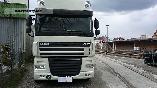 2009 DAF  105 460 Semi-trailer truck Standard tractor/trailer unit photo