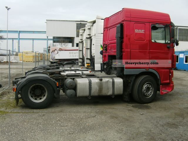 Tractor Trailer Units : Daf xf standard tractor trailer unit photo and specs