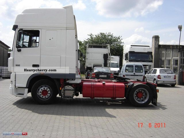 Commercial Trailer Unit : Daf xf standard tractor trailer unit photo and specs
