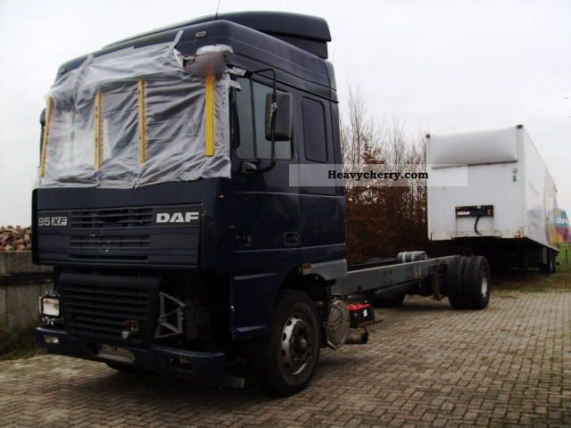 1999 DAF  95 XF 380 AE 47XS 19 ton chassis slaapcab Truck over 7.5t Stake body photo