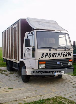 1983 Ford  Cargo Van or truck up to 7.5t Cattle truck photo