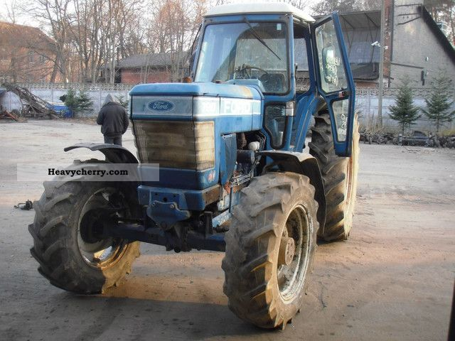 1984 Ford  7910 Agricultural vehicle Tractor photo