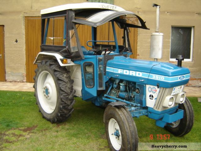 1983 Ford  3910 Agricultural vehicle Tractor photo