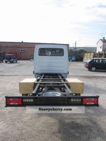 iveco daily 35c15 nuovi nuovo modello 2011 chassis truck photo and specs. Black Bedroom Furniture Sets. Home Design Ideas