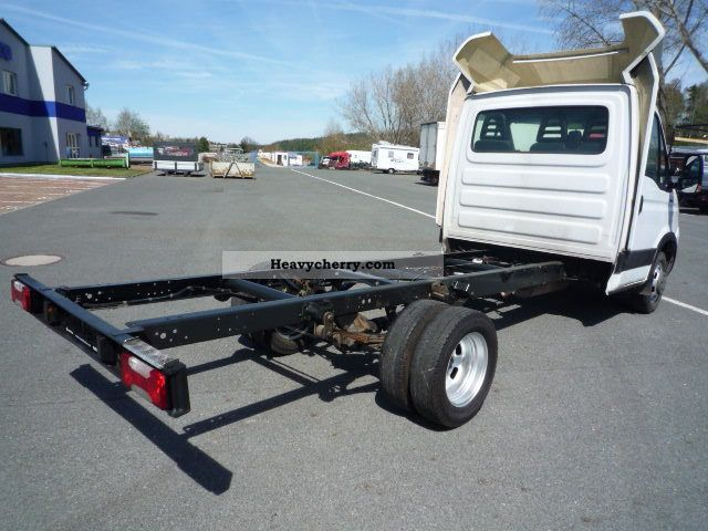 iveco daily 35c15 chassis spoilers 2008 chassis truck photo and specs. Black Bedroom Furniture Sets. Home Design Ideas
