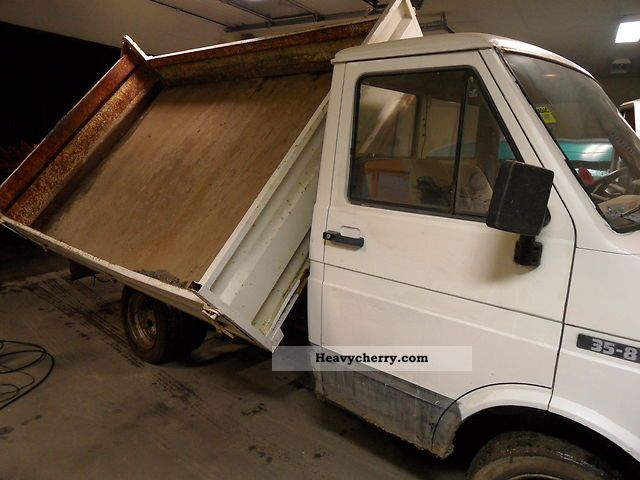 1985 Iveco  iveco kiper wywrotka Van or truck up to 7.5t Tipper photo