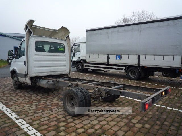 iveco daily 35c15 chassis 2009 chassis truck photo and specs. Black Bedroom Furniture Sets. Home Design Ideas
