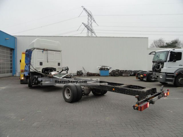 iveco ml120el22 p chassis cabine 2008 chassis truck photo and specs. Black Bedroom Furniture Sets. Home Design Ideas