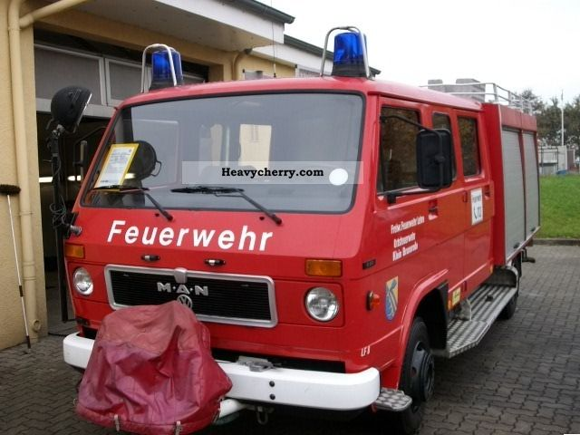 1984 MAN  6.90 LF8 pumper 1.Hd. 9-seater 49 800 km Van or truck up to 7.5t Other vans/trucks up to 7 photo