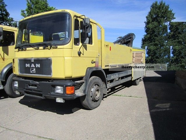 1992 MAN  Building with crane Truck over 7.5t Stake body photo
