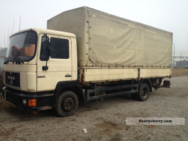 1992 MAN  Plane With 12 232 platform lift by leaf leaf Truck over 7.5t Stake body and tarpaulin photo