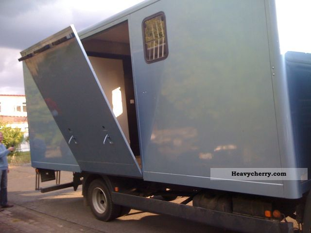 2000 MAN  L2000 Van or truck up to 7.5t Cattle truck photo