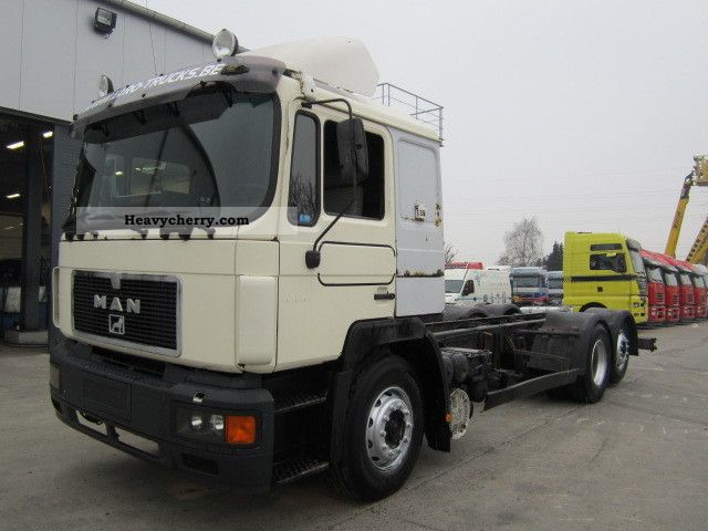 1992 MAN  24 372 Truck over 7.5t Chassis photo