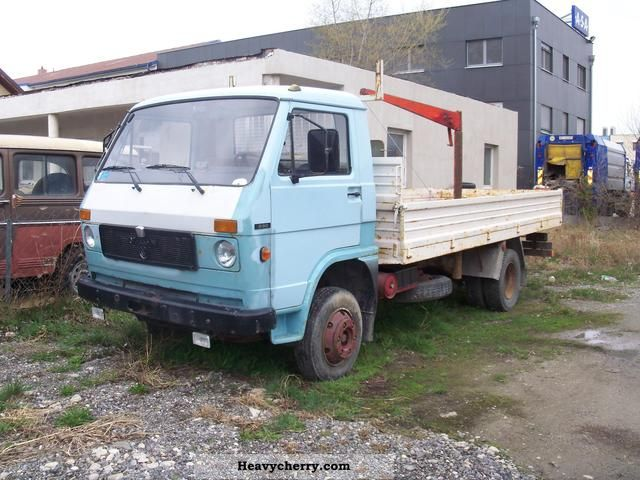 1981 MAN  VW 690F Van or truck up to 7.5t Stake body photo