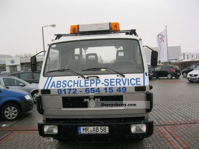 1992 MAN  Tow truck with a large retractable cargo area Van or truck up to 7.5t Breakdown truck photo