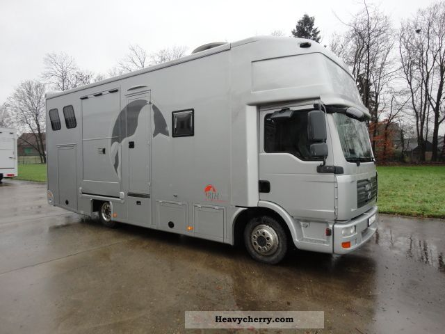 2009 MAN  Horsebox Van or truck up to 7.5t Cattle truck photo