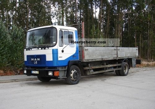 1992 MAN  F2000 14.192 Truck over 7.5t Stake body photo