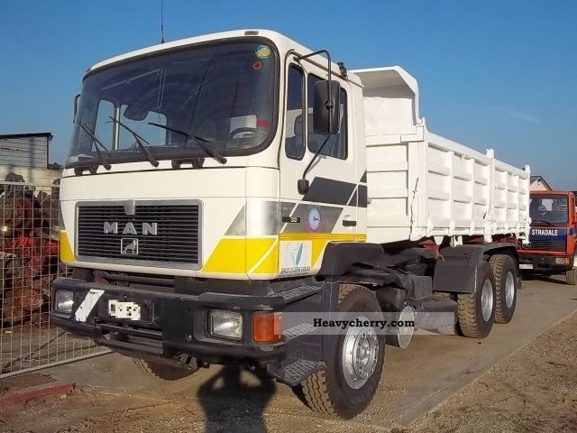 1992 MAN  33 322 6X4 Truck over 7.5t Three-sided Tipper photo