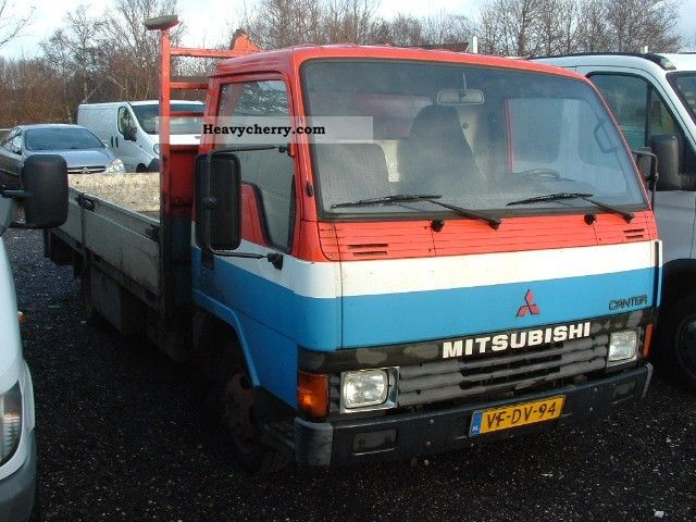 1994 Mitsubishi  FUSO CANTER 55KW Van or truck up to 7.5t Stake body photo