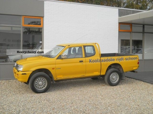 mitsubishi l200 2 5 td club cab 4wd truck air 2002 stake body truck photo and specs. Black Bedroom Furniture Sets. Home Design Ideas