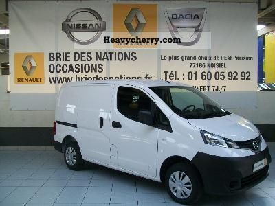 nissan nv 200 utilitaire fourgon 1 5 dci 85 eur 2012 box type delivery van photo and specs. Black Bedroom Furniture Sets. Home Design Ideas