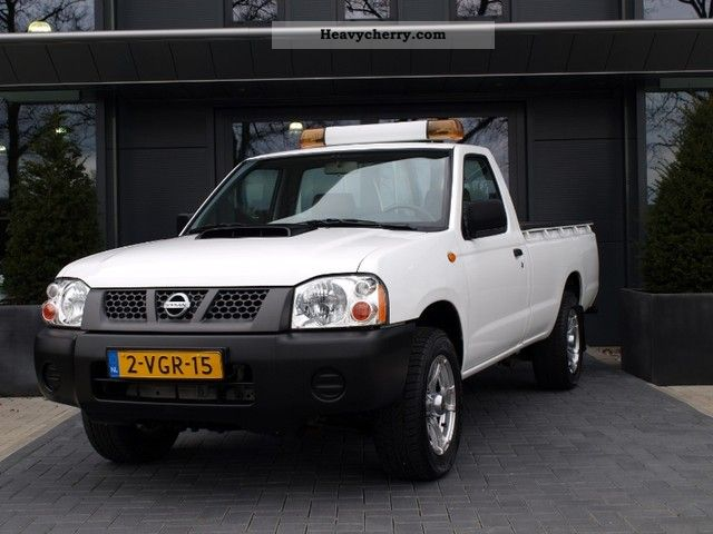 Nissan NP 300 Pick Up 2.5 D 2010 Stake body Truck Photo and Specs