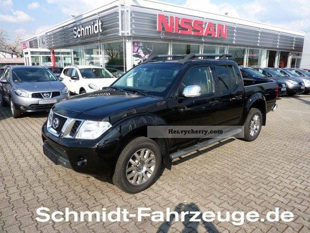 nissan navara 3 0 v6 automatic le longbed 2011 stake body truck photo and specs. Black Bedroom Furniture Sets. Home Design Ideas