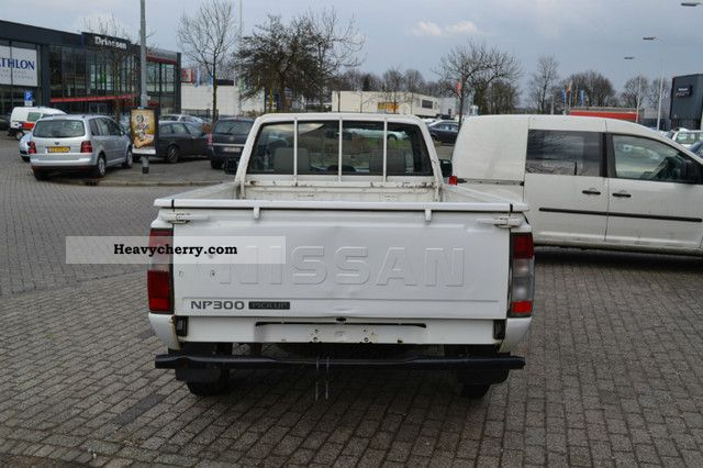 nissan np300 single cab 2 5 di    pick up    4x4    air 2008 stake body truck photo and specs