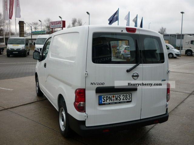 Nissan Nv 200 Panel Van 2011 Box Type Delivery Van Photo
