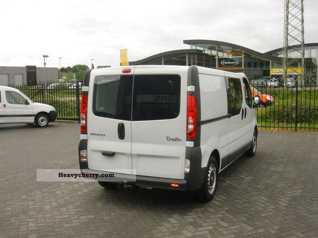 renault trafic l2h1 with climate 2007 box type delivery van long photo and specs. Black Bedroom Furniture Sets. Home Design Ideas