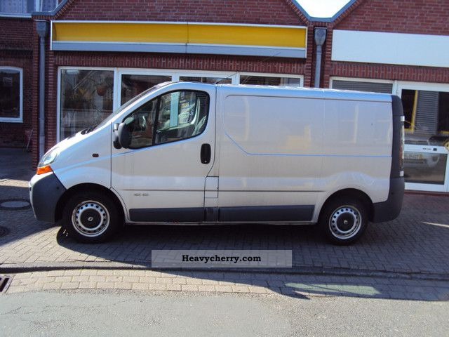 renault trafic l1h1 82hp 1 9 2 7 t 2001 box type delivery van photo and specs. Black Bedroom Furniture Sets. Home Design Ideas