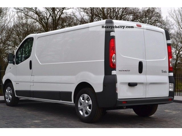 renault trafic 2 0 dci 2900 l2h1 3p 2012 box type delivery van long photo and specs. Black Bedroom Furniture Sets. Home Design Ideas